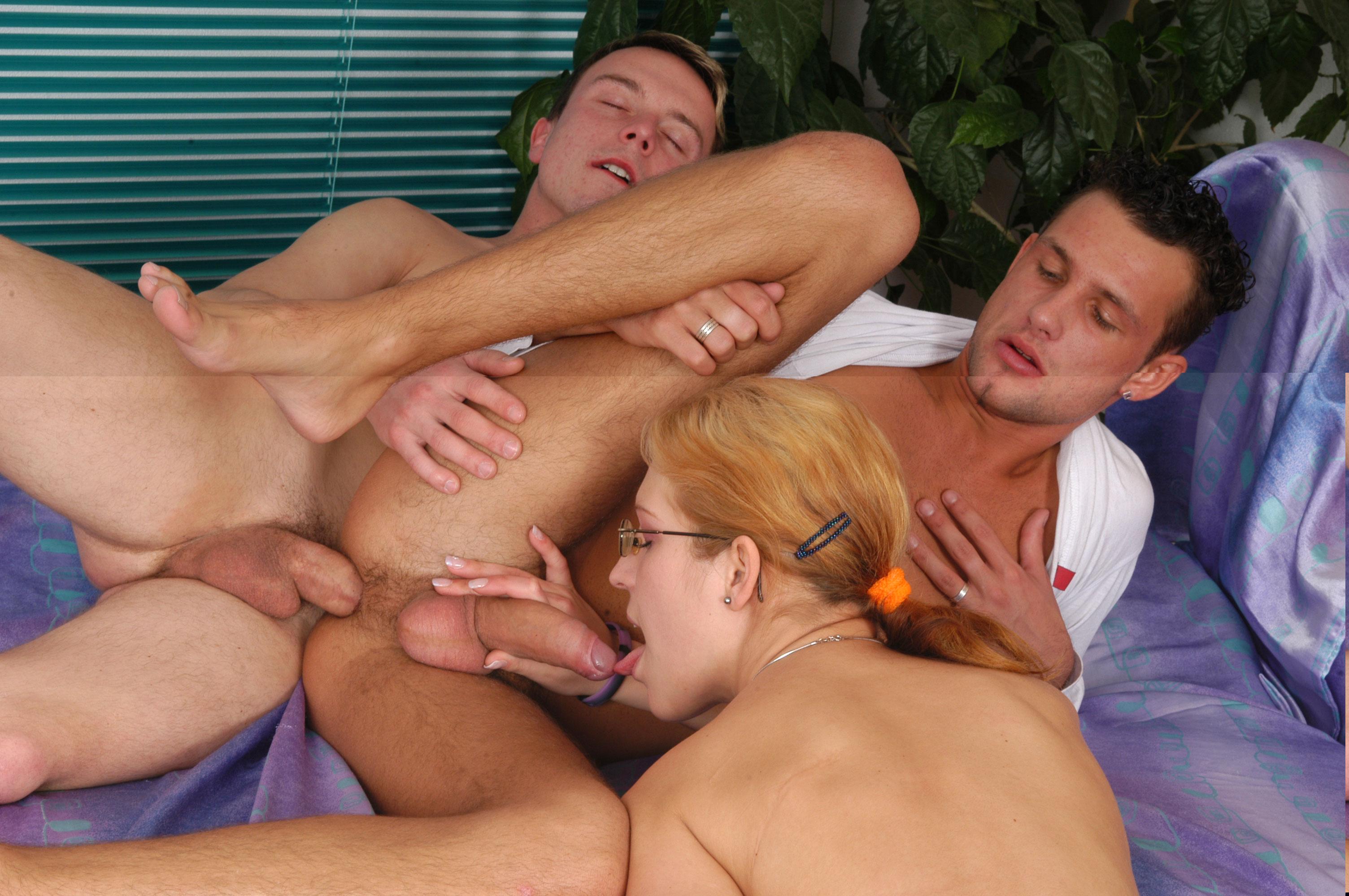 Порно фильм бисексуальный муж перед женой